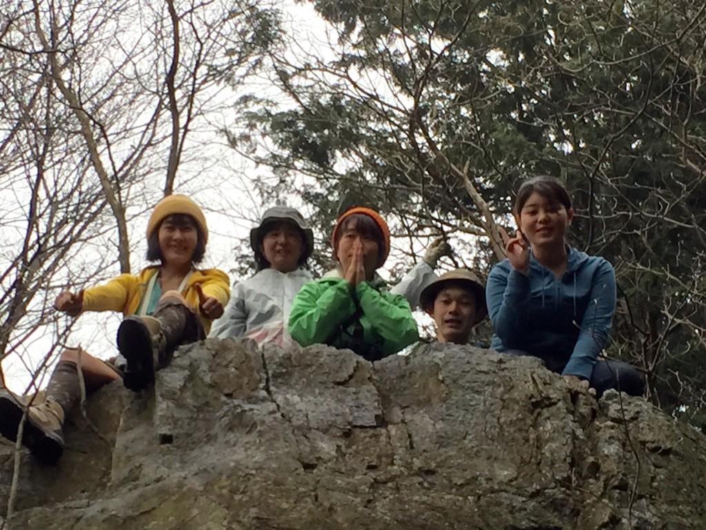 みんなで大岩の上からこんにちは!