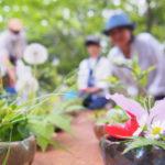 親子で野草を生けられる花器。レポート「森の歌会vol.21~春の歌と、こもれびの花をあなたに」