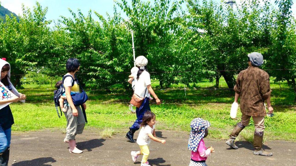 子ども達と農園1