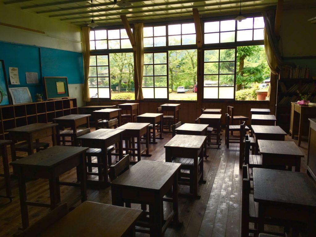 旧上岡小教室。