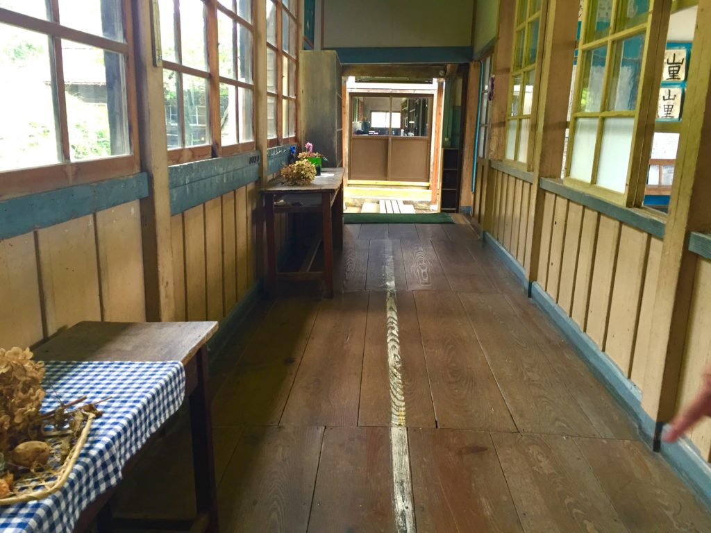 旧上岡小廊下。