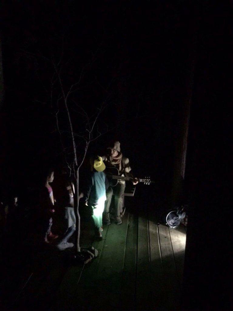 真っ暗闇でも音楽が好き。