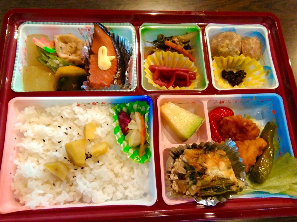 勝山食材のお弁当。