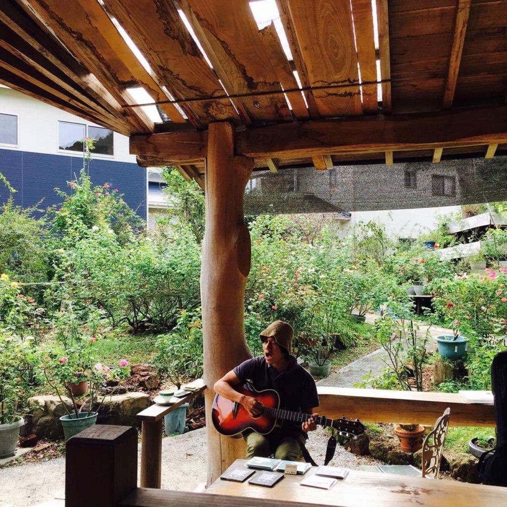モカ珈琲の庭園にて。