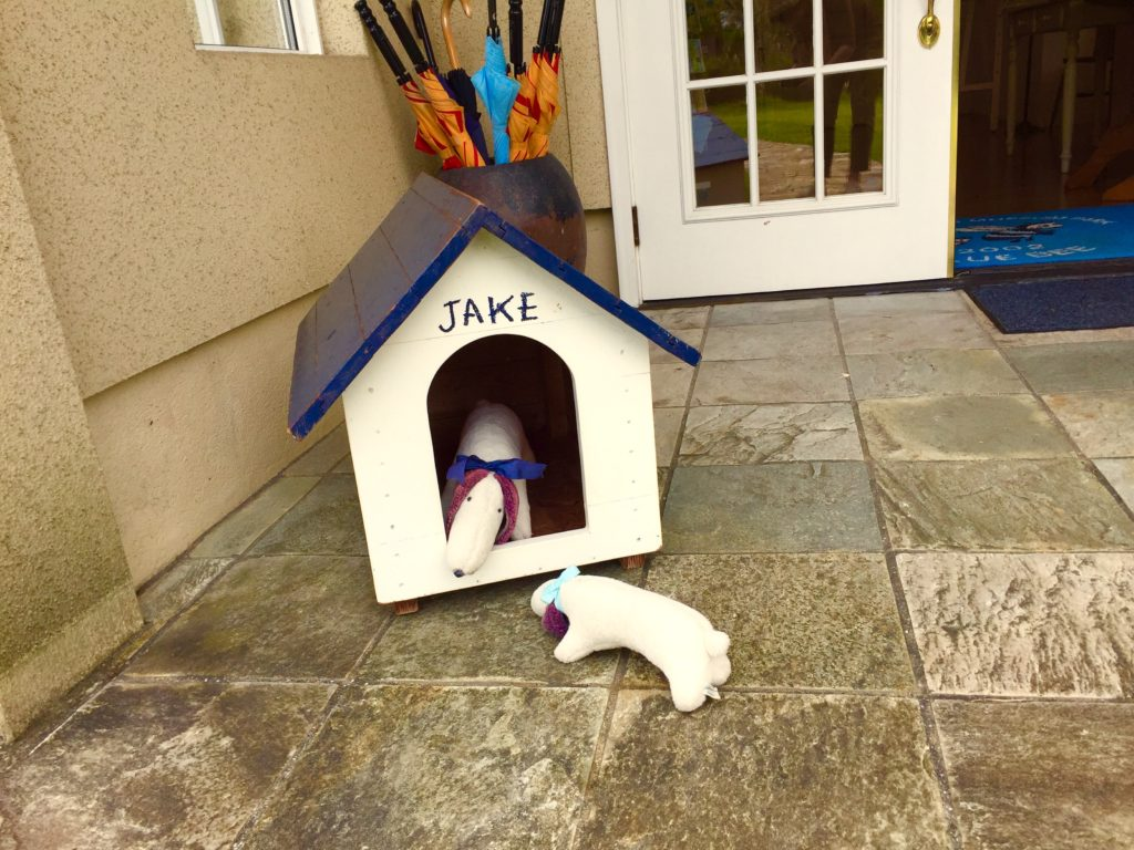 ジェイクの犬小屋。
