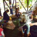 足湯で歌を聴く体験。寒い時もみんなが集まれる「熊本県杖立温泉足湯カフェ」