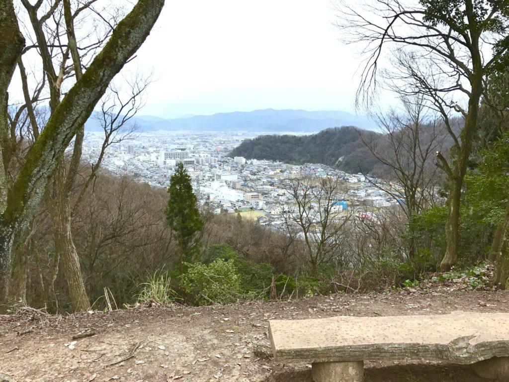 頂上から見る福井市。