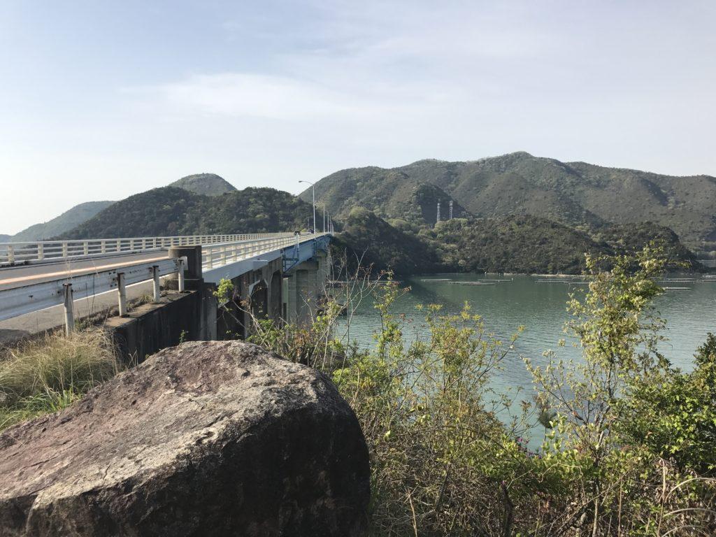 海を渡る橋。