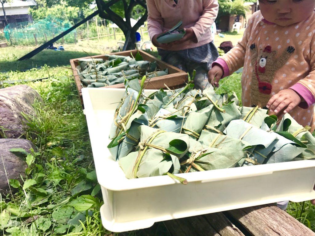 朴葉飯が並ぶ。