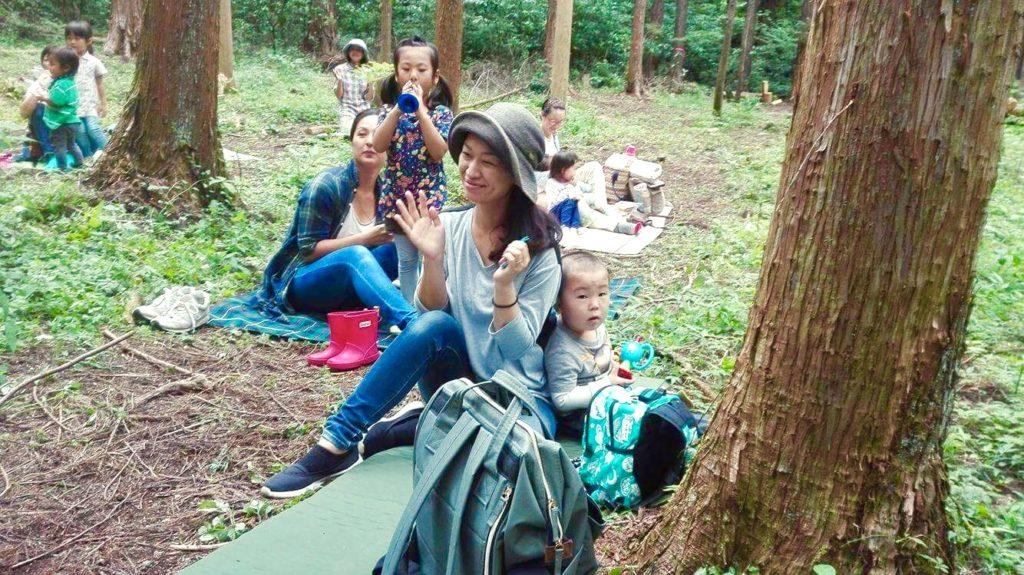 森で歌を聴く1