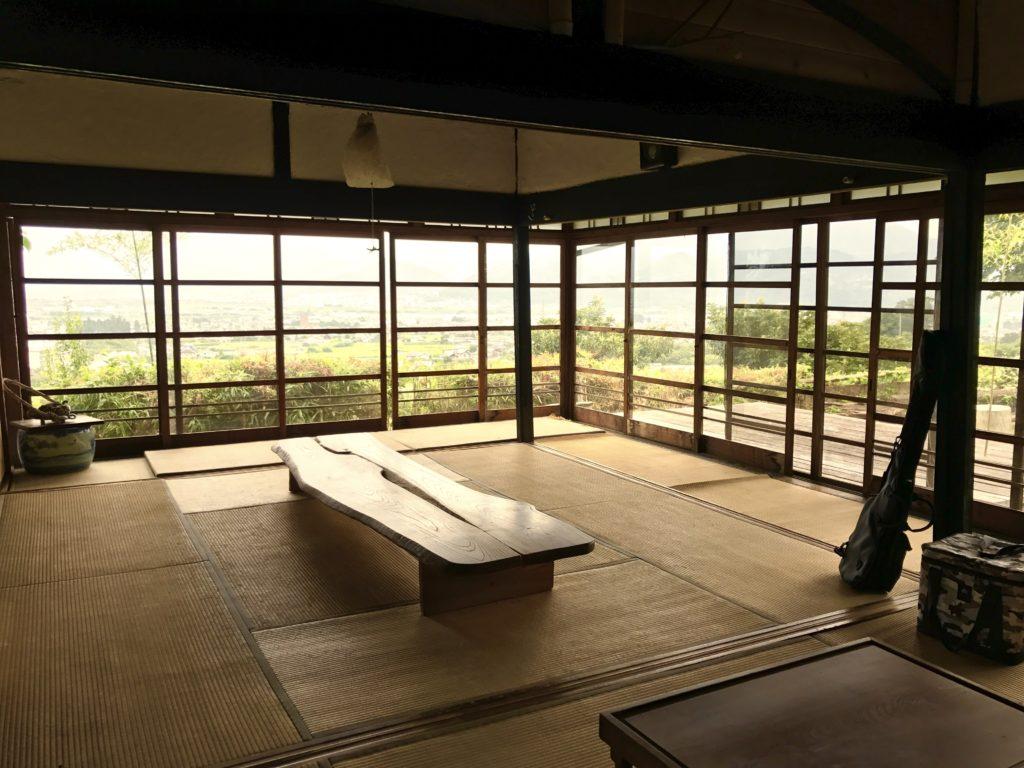井上さんの座敷。