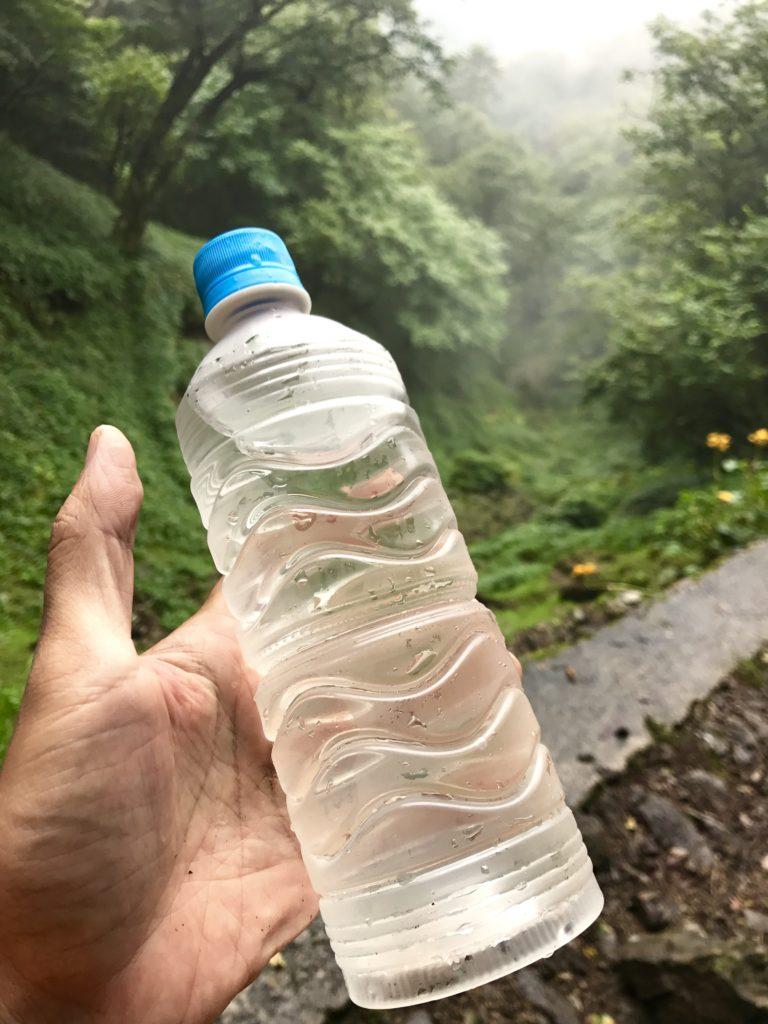源流の水。