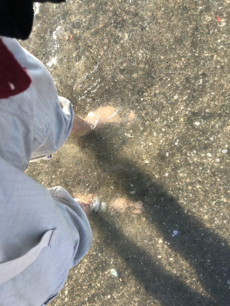 足を浸す。