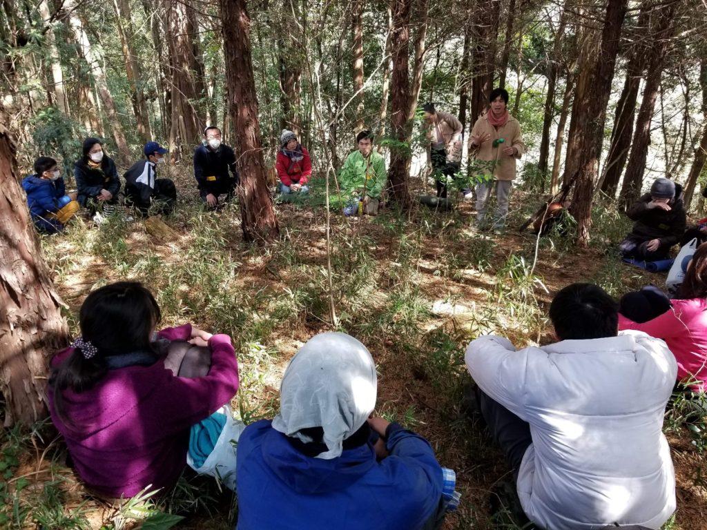 森の中でお話。