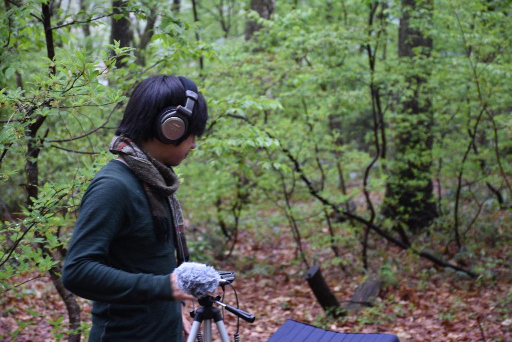 森の中で。