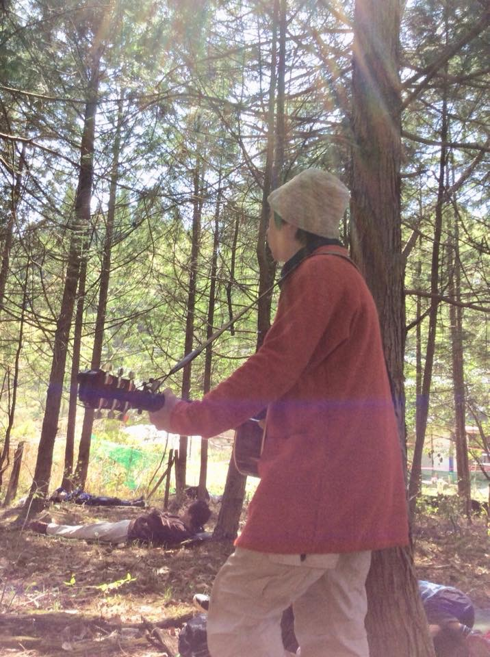 ヒノキの森へ。